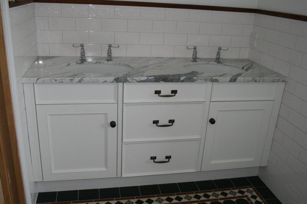 Vanities for Colonial style bathroom vanities